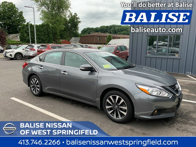 Pre-Owned 2016 Nissan Altima 2.5 SV With Moonroof
