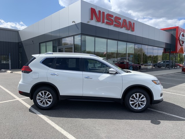 Pre-Owned 2017 Nissan Rogue AWD SV With 3rd Row