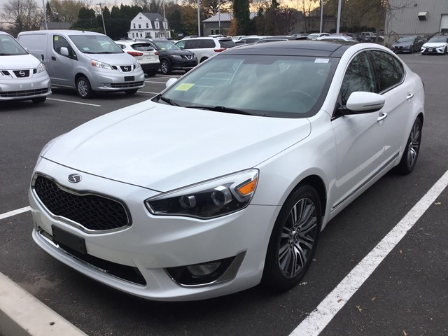 Pre-Owned 2015 Kia Cadenza Limited With Navigation
